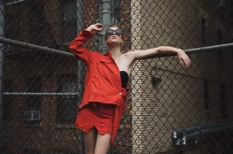 lisa-banholzer-blogger-bazaar-streetstyle-new-york-red-denim-korsage-1